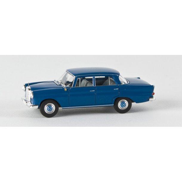 Brekina HO 13352 Mercedes Benz 190 c blå (1961 - 1968)