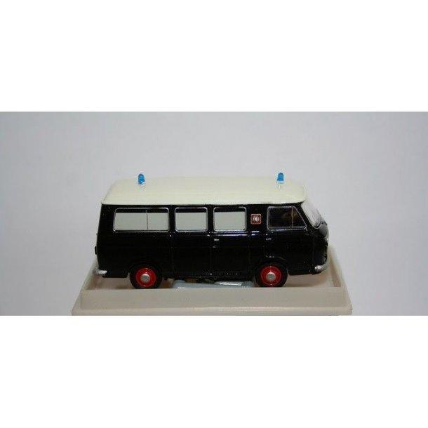 Brekina HO 34409 Fiat 238 ambulance sort/hvid