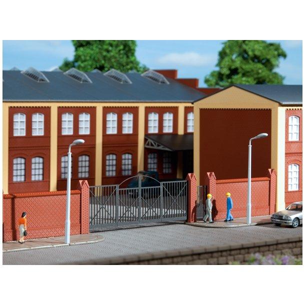Auhagen HO 41622 murstensmur med gitterporte