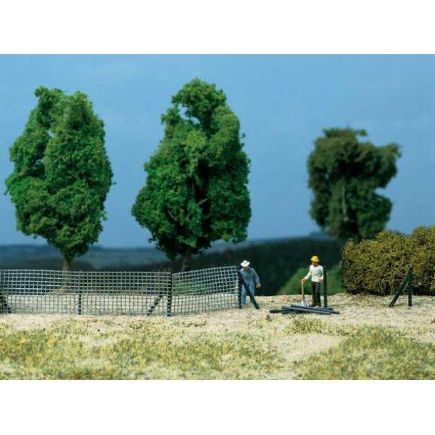 Auhagen HO/TT 42646 Metal hegn Der er 56 enkle hegn søjler og 8 med understøtninger. 200 x 150 mm.