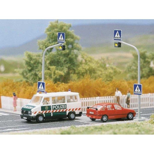 Busch HO 5916 fodgængerovergang 2 stk. Trafiklys med blinkende kredsløb og zebra striber