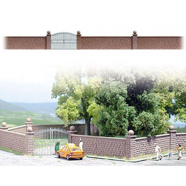 Busch HO 6014 væg med søjler og smedejernsport