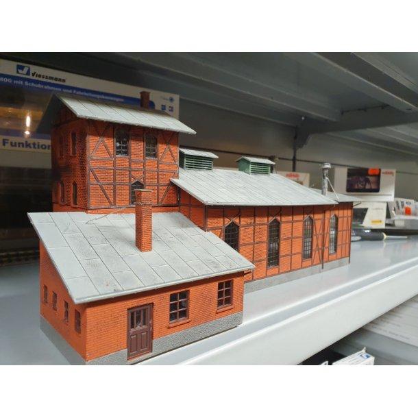 Auhagen HO 11403 remise til 2 spor færdig samlet 258 x 170 x 102 mm